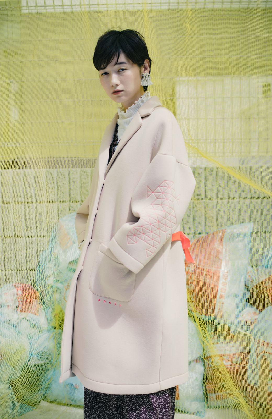 haco! haco! × RBTXCOネオンカラーで気分もUP!DOGUU(土偶)刺繍と蛍光リボンのボンディングコート <ベージュ>の商品写真1