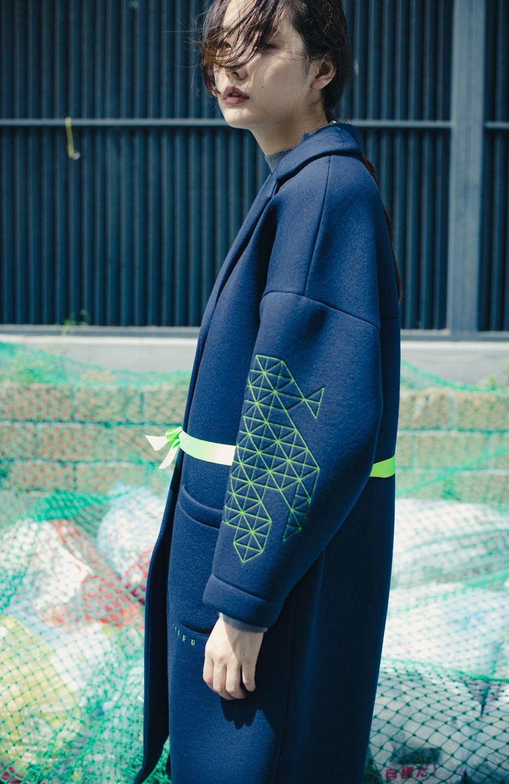 haco! haco! × RBTXCOネオンカラーで気分もUP!DOGUU(土偶)刺繍と蛍光リボンのボンディングコート <ネイビー>の商品写真4