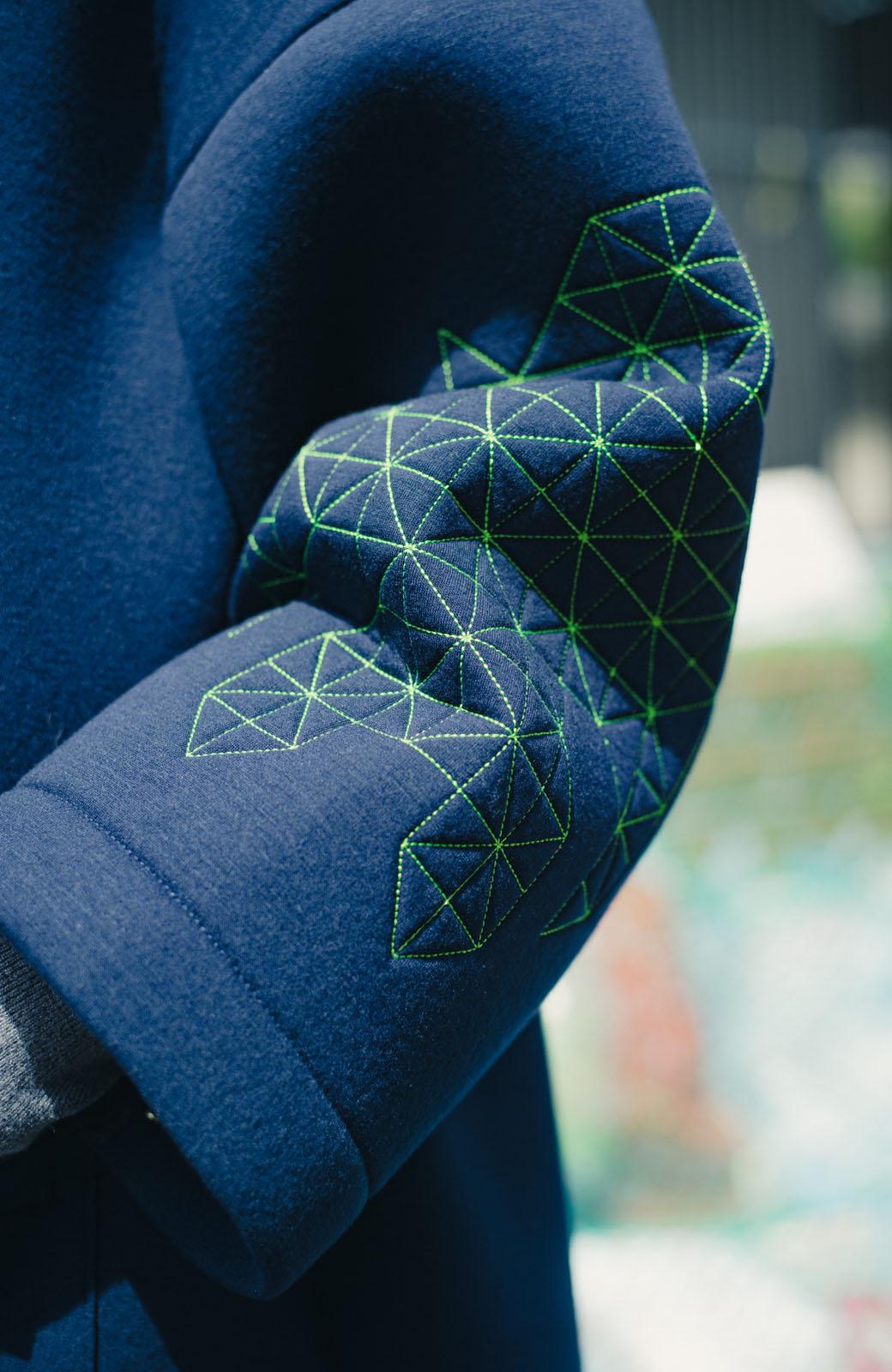 haco! haco! × RBTXCOネオンカラーで気分もUP!DOGUU(土偶)刺繍と蛍光リボンのボンディングコート <ネイビー>の商品写真6