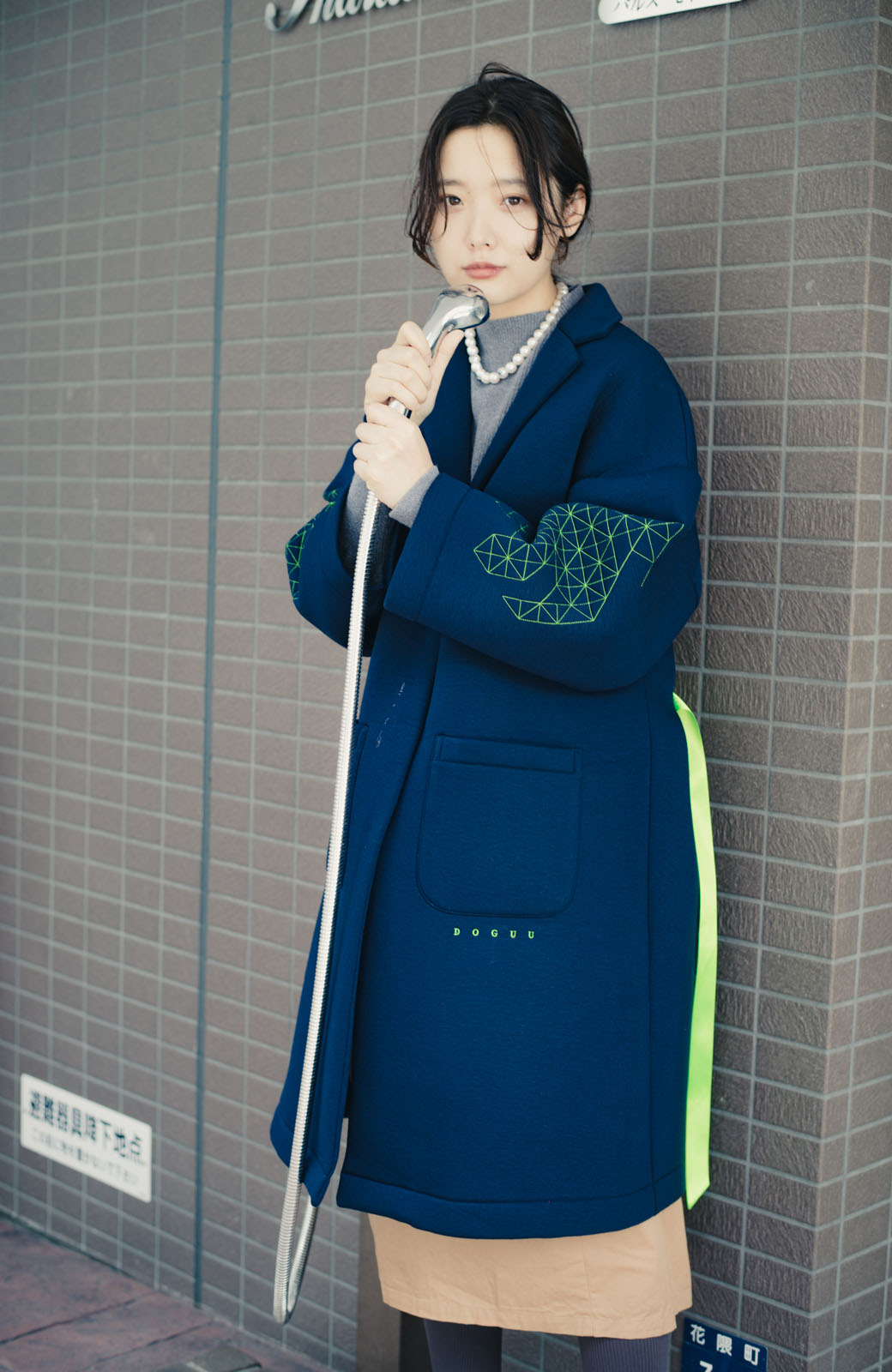 haco! haco! × RBTXCOネオンカラーで気分もUP!DOGUU(土偶)刺繍と蛍光リボンのボンディングコート <ネイビー>の商品写真2