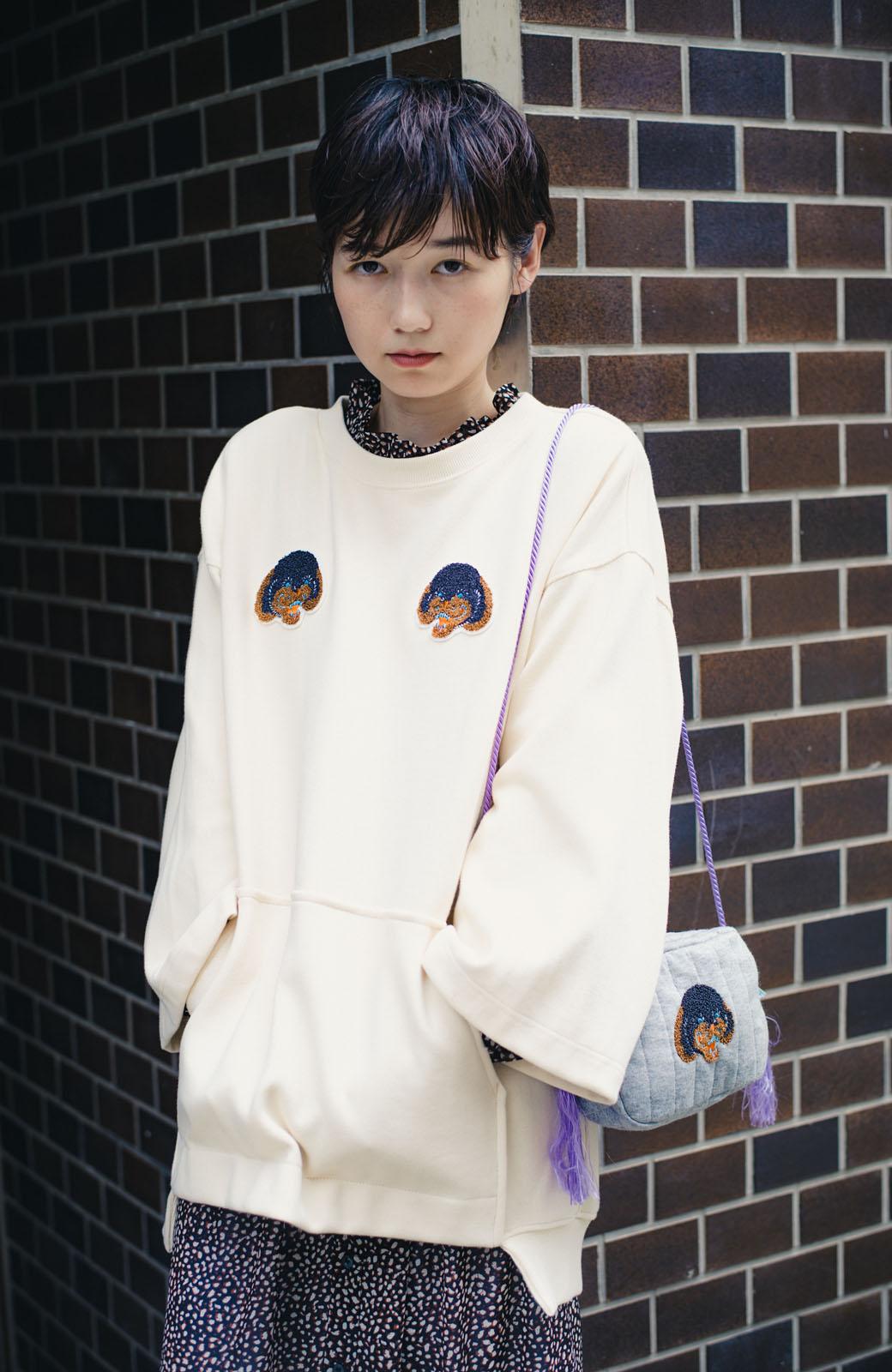 haco! haco! × RBTXCO何色がお好き?プードルちゃんのぷくぷく刺繍ワッペン付きスウェットプルオーバー <オフホワイト>の商品写真13