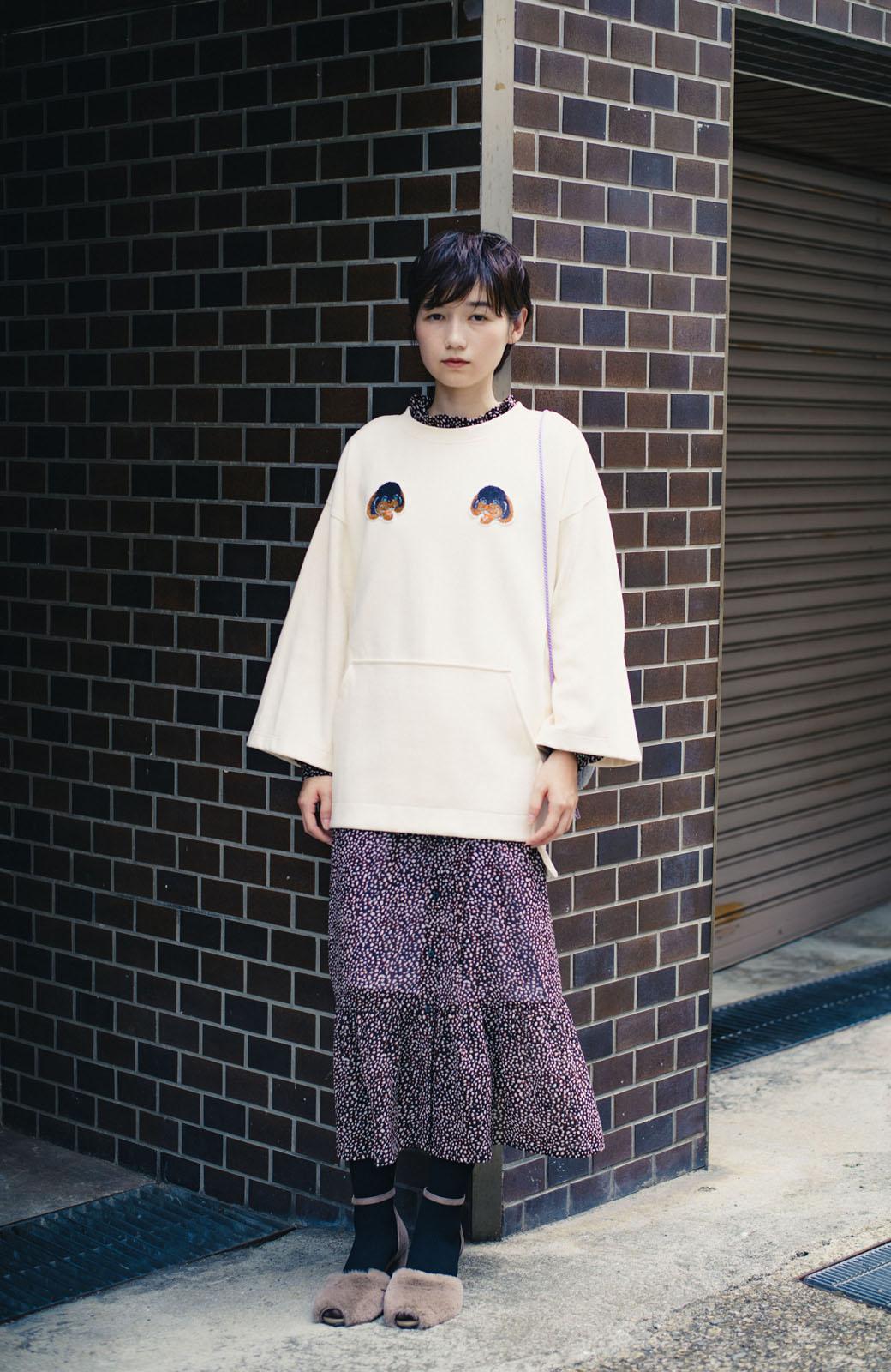 haco! haco! × RBTXCO何色がお好き?プードルちゃんのぷくぷく刺繍ワッペン付きスウェットプルオーバー <オフホワイト>の商品写真14