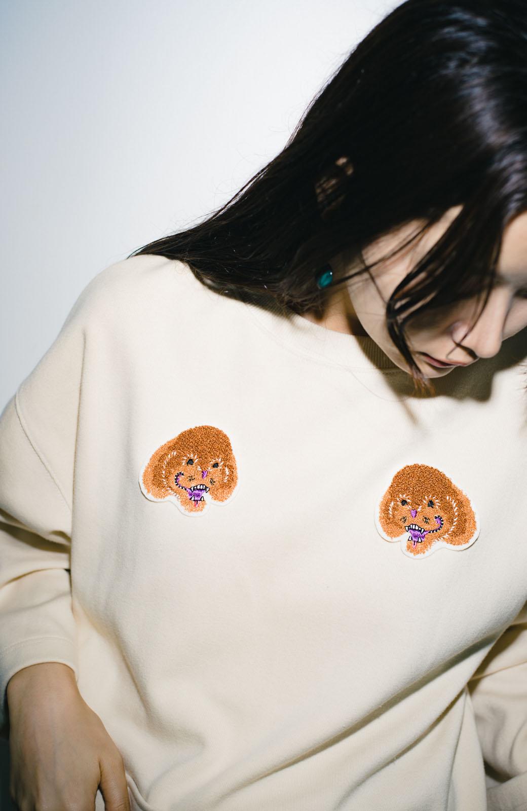 haco! haco! × RBTXCO何色がお好き?プードルちゃんのぷくぷく刺繍ワッペン付きスウェットプルオーバー <オフホワイト>の商品写真16
