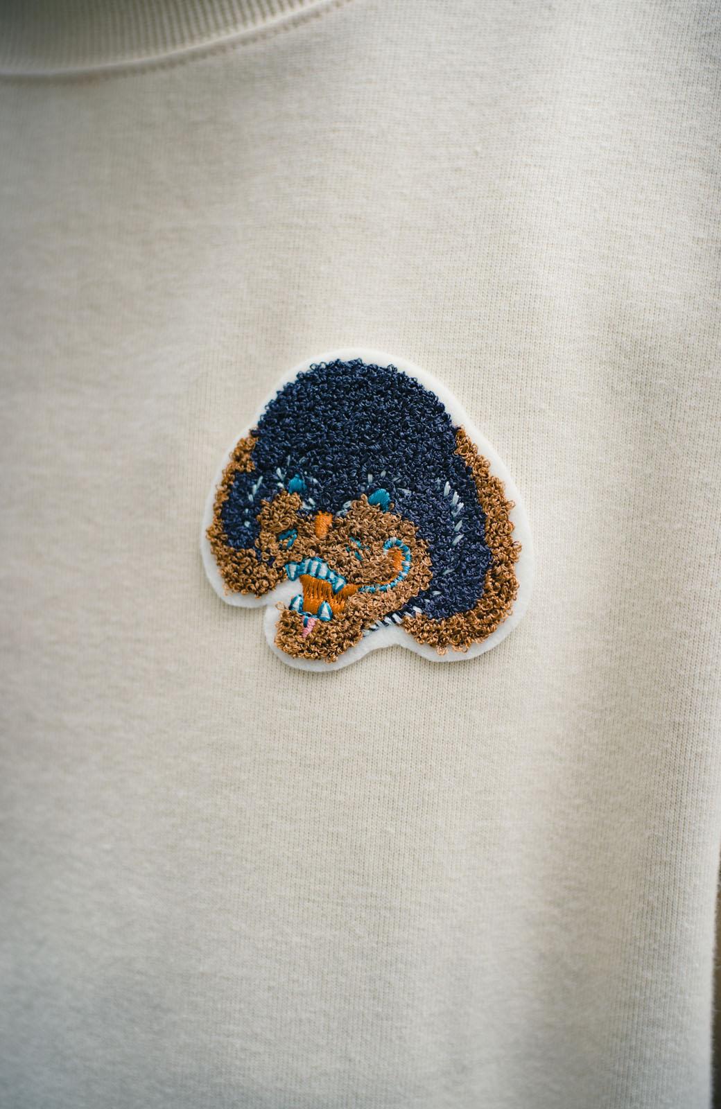 haco! haco! × RBTXCO何色がお好き?プードルちゃんのぷくぷく刺繍ワッペン付きスウェットプルオーバー <オフホワイト>の商品写真5
