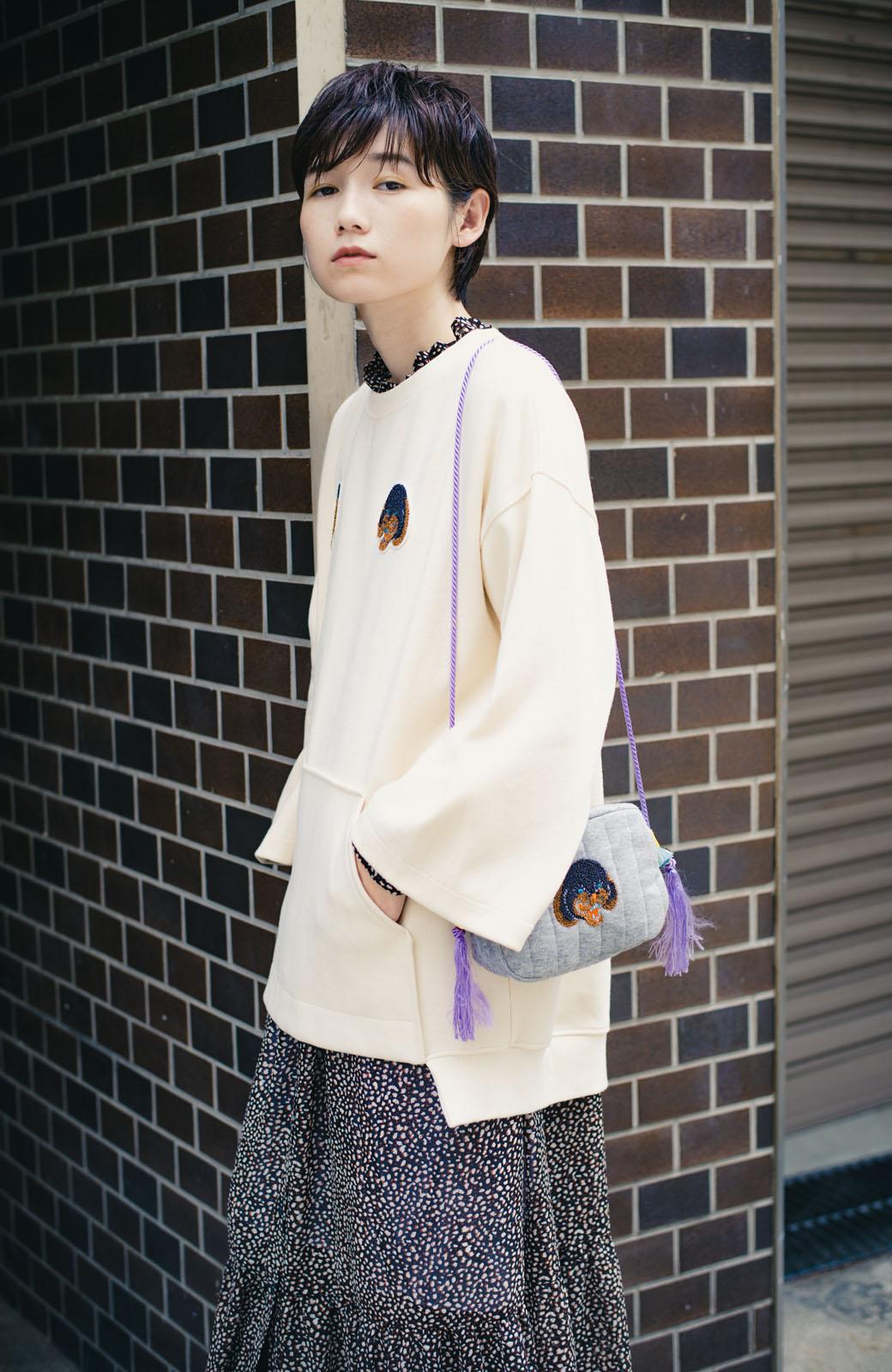 haco! haco! × RBTXCO何色がお好き?プードルちゃんのぷくぷく刺繍ワッペン付きスウェットプルオーバー <オフホワイト>の商品写真9