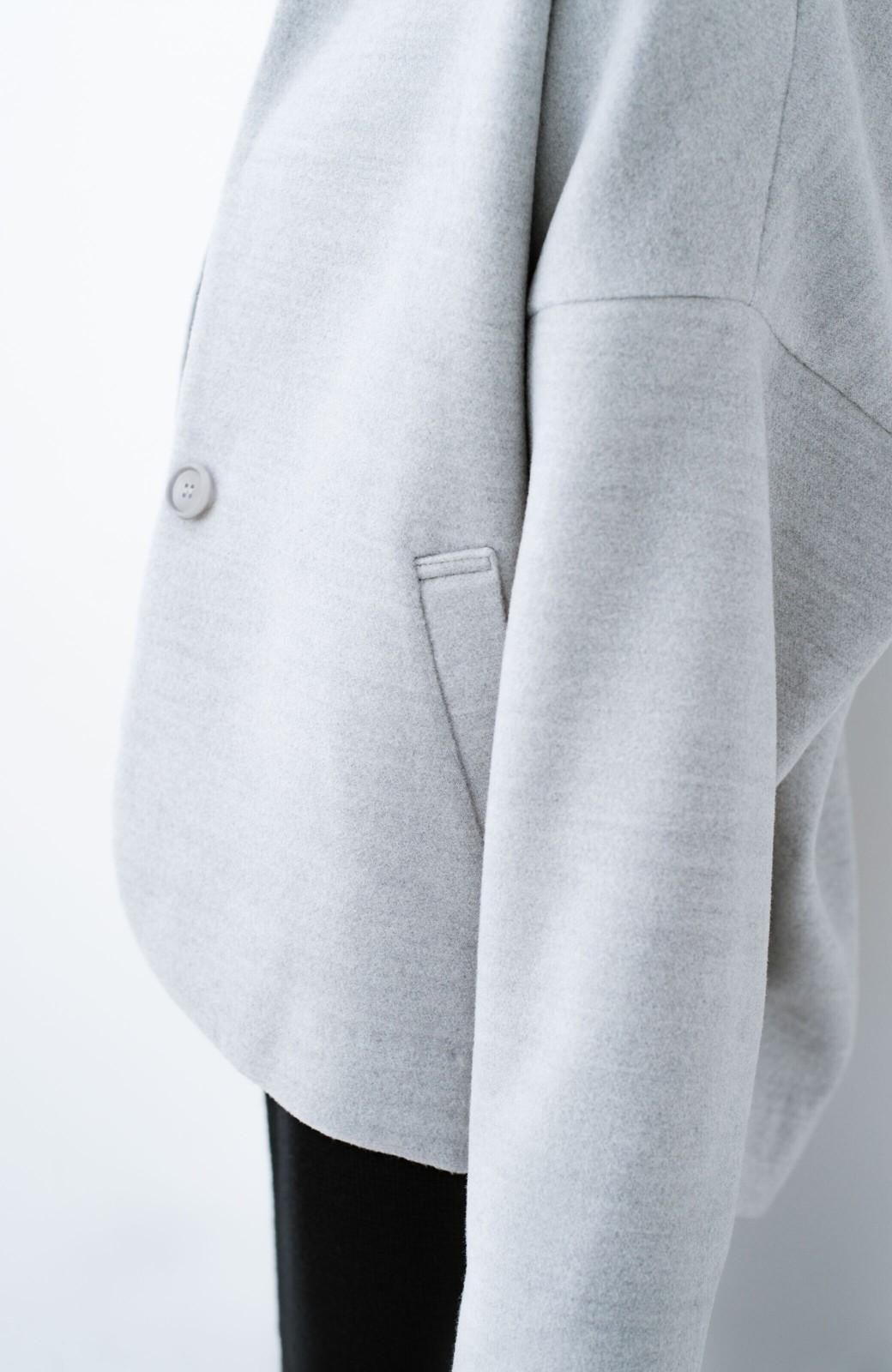 haco! インにどんなニットも着られるゆるシルエットのショート丈コート <グレー>の商品写真11