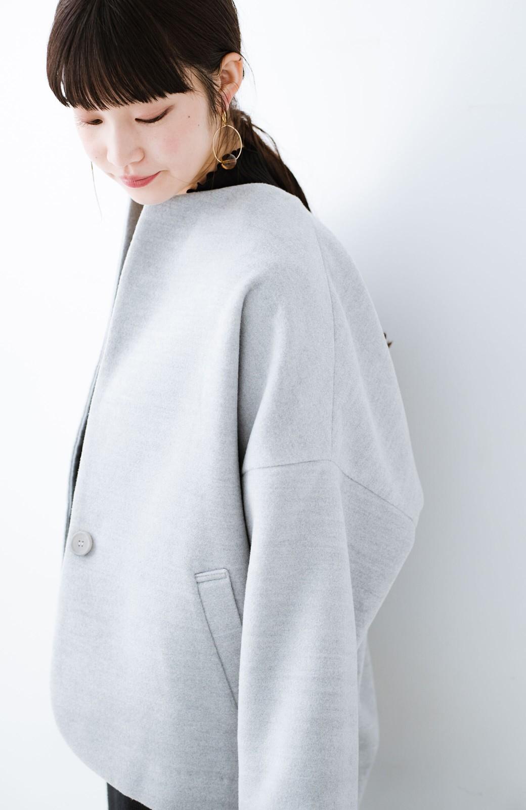 haco! インにどんなニットも着られるゆるシルエットのショート丈コート <グレー>の商品写真17