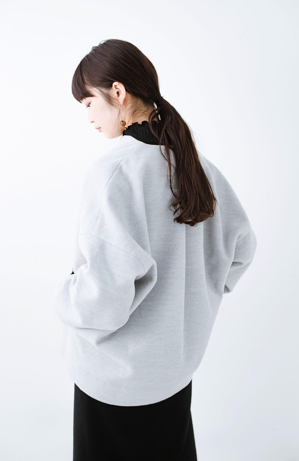 haco! インにどんなニットも着られるゆるシルエットのショート丈コート <グレー>の商品写真20