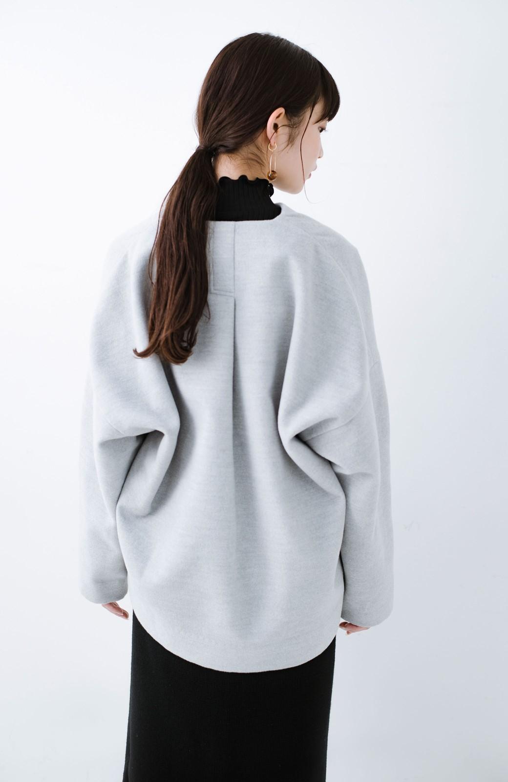 haco! インにどんなニットも着られるゆるシルエットのショート丈コート <グレー>の商品写真21