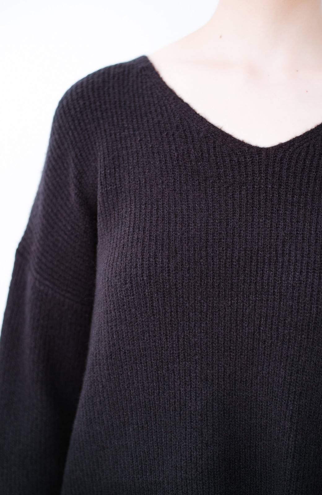 haco!  パッと着てさりげなく女っぽい 便利なシンプルVネックニット <ブラック>の商品写真6