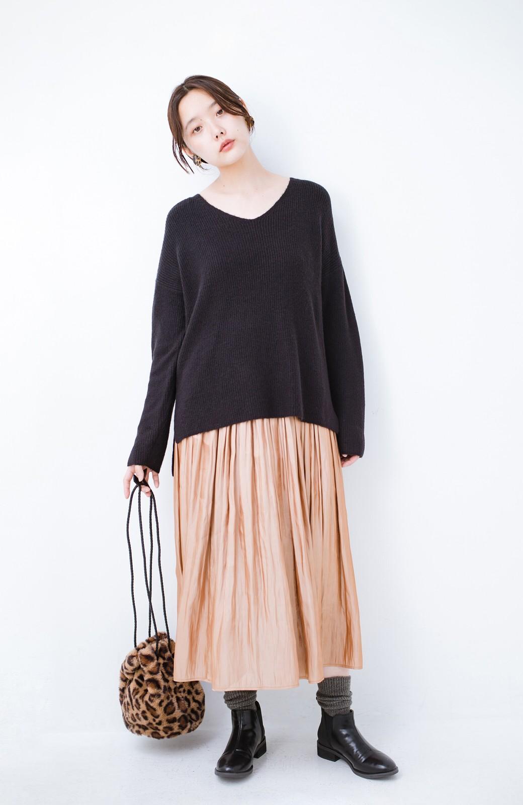 haco!  パッと着てさりげなく女っぽい 便利なシンプルVネックニット <ブラック>の商品写真2