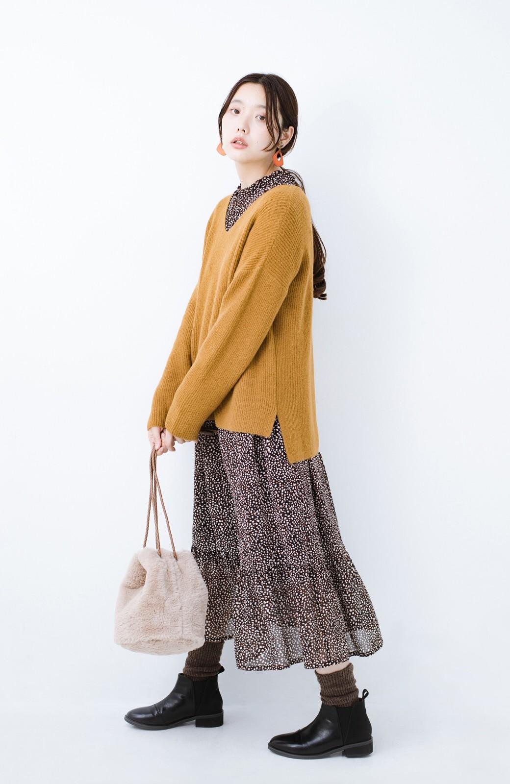 haco!  パッと着てさりげなく女っぽい 便利なシンプルVネックニット <キャメル>の商品写真6
