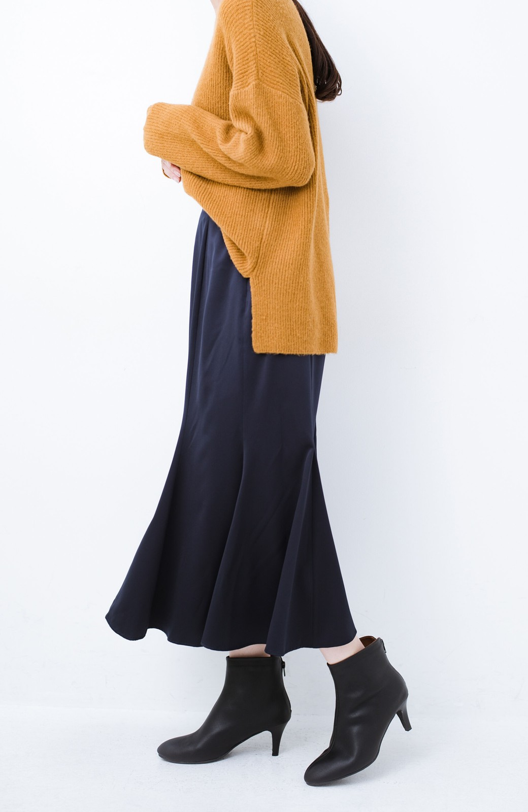haco! スウェットやスニーカーを合わせても女っぽくいられるサテンマーメイドスカート by que made me <ネイビー>の商品写真1