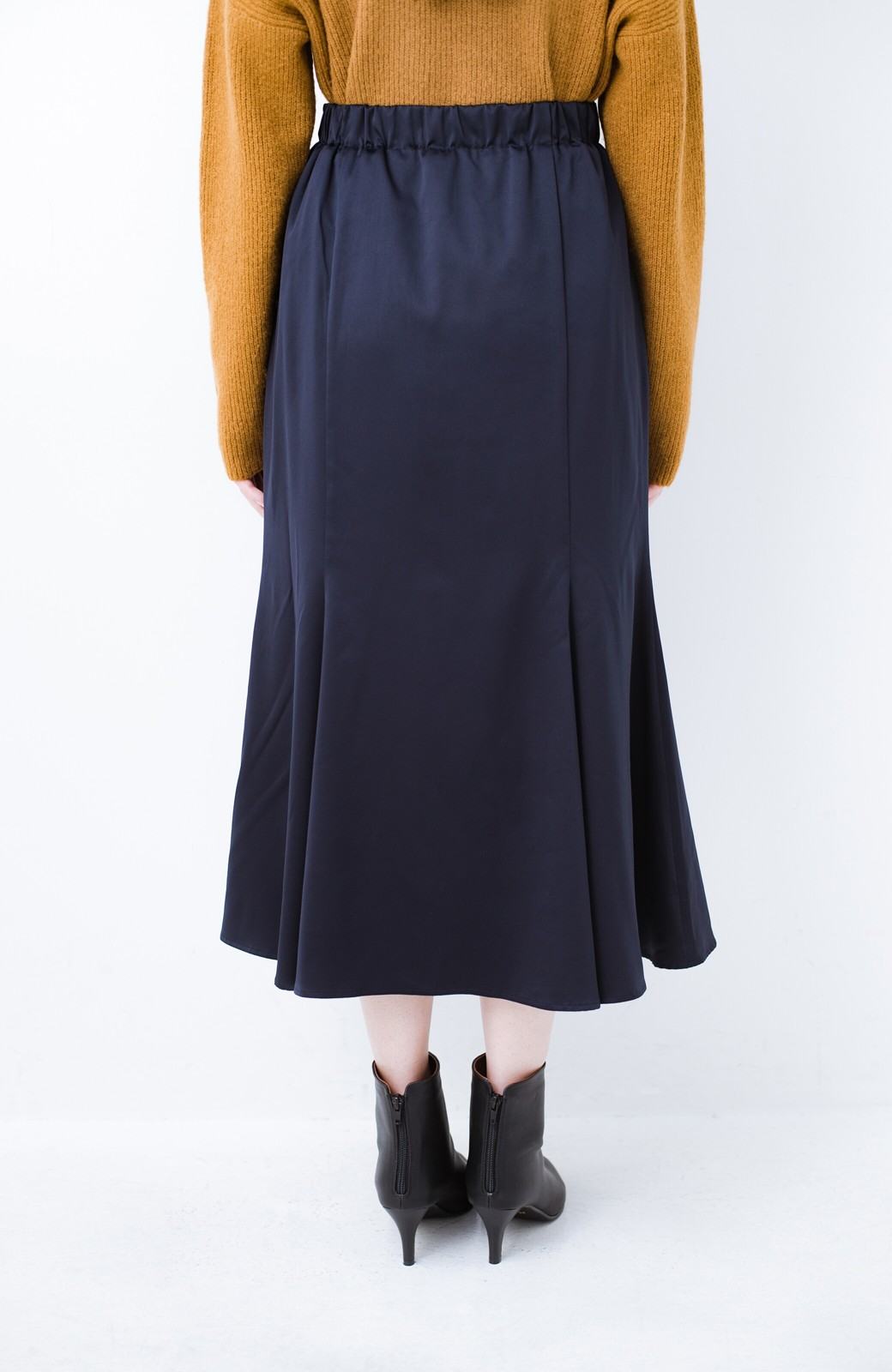haco! スウェットやスニーカーを合わせても女っぽくいられるサテンマーメイドスカート by que made me <ネイビー>の商品写真7