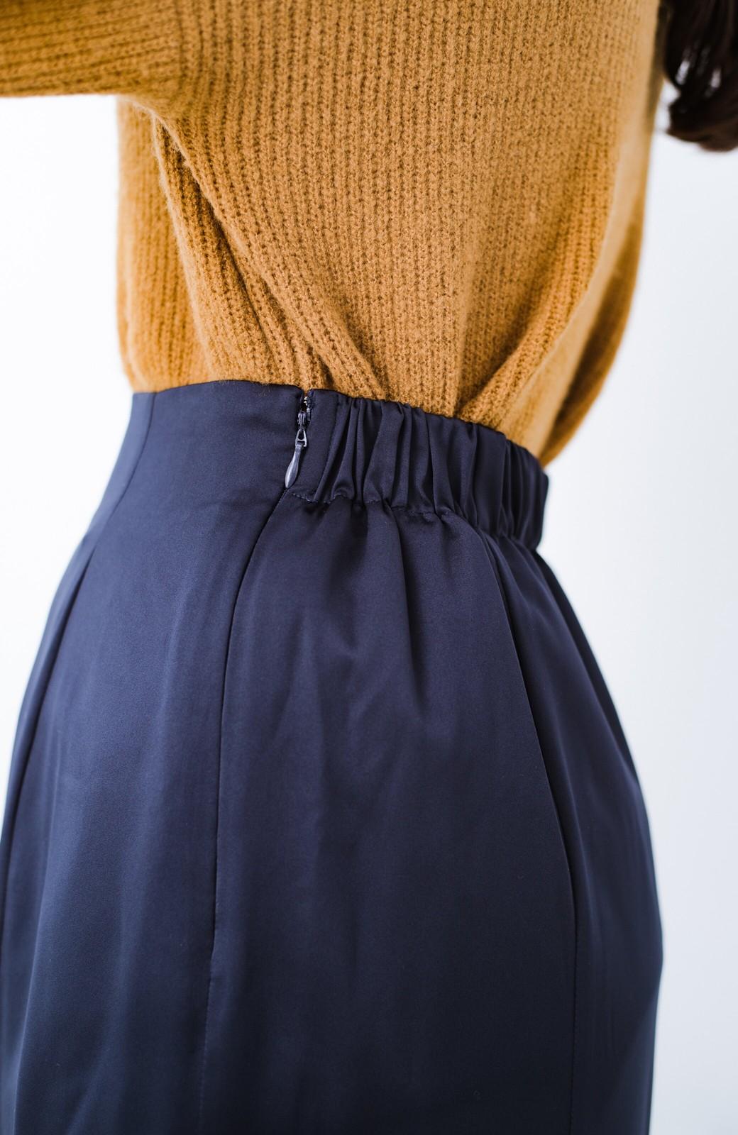 haco! スウェットやスニーカーを合わせても女っぽくいられるサテンマーメイドスカート by que made me <ネイビー>の商品写真8