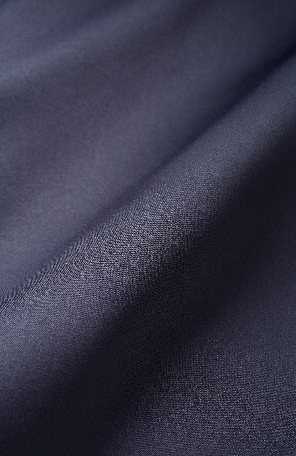 haco! スウェットやスニーカーを合わせても女っぽくいられるサテンマーメイドスカート by que made me <ネイビー>の商品写真4