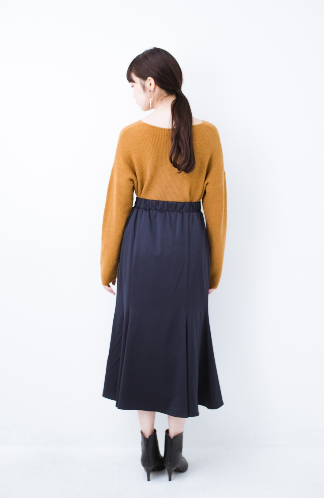 haco! スウェットやスニーカーを合わせても女っぽくいられるサテンマーメイドスカート by que made me <ネイビー>の商品写真14