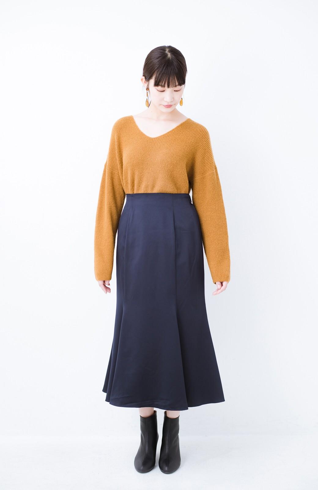 haco! スウェットやスニーカーを合わせても女っぽくいられるサテンマーメイドスカート by que made me <ネイビー>の商品写真10