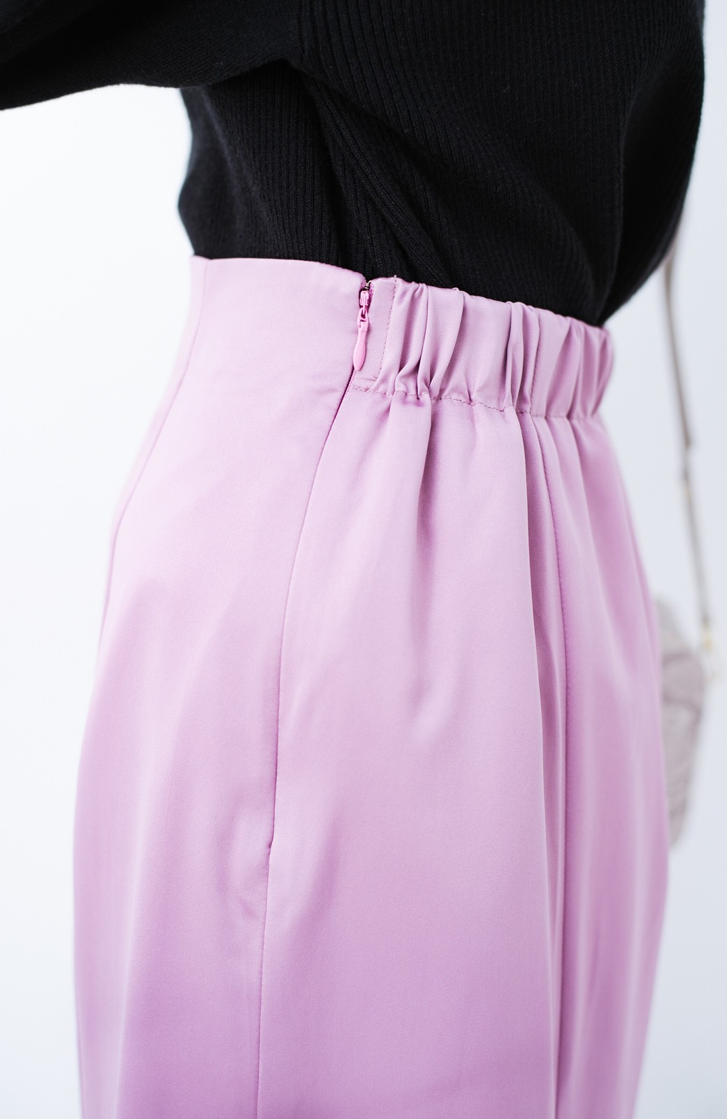 haco! スウェットやスニーカーを合わせても女っぽくいられるサテンマーメイドスカート by que made me <ピンク>の商品写真8