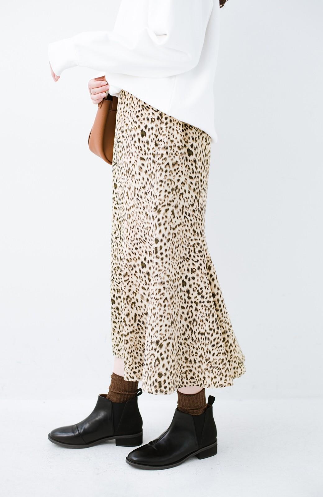 haco! スウェットやスニーカーを合わせても女っぽくいられるサテンマーメイドスカート by que made me <レオパード>の商品写真6