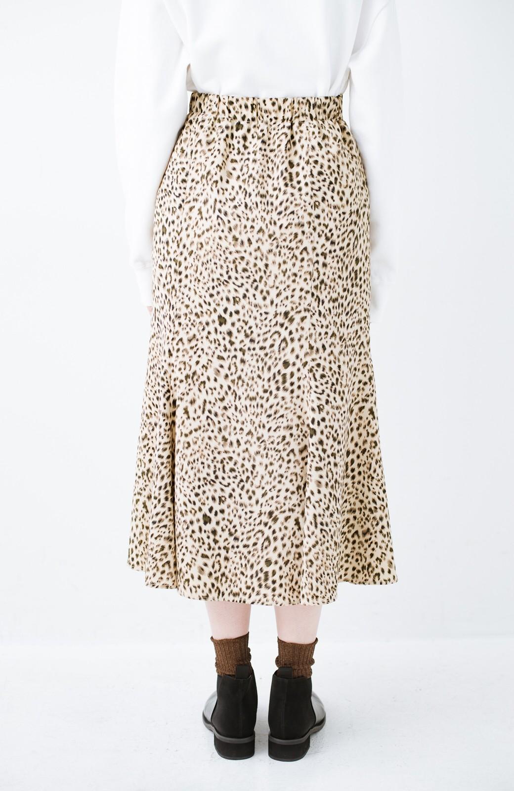 haco! スウェットやスニーカーを合わせても女っぽくいられるサテンマーメイドスカート by que made me <レオパード>の商品写真7