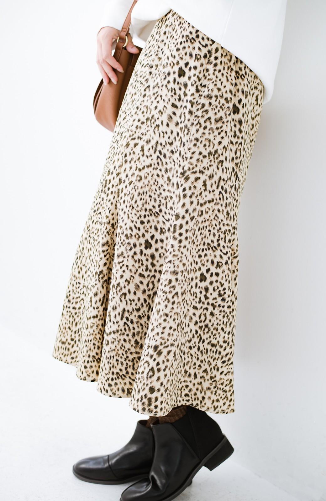 haco! スウェットやスニーカーを合わせても女っぽくいられるサテンマーメイドスカート by que made me <レオパード>の商品写真1