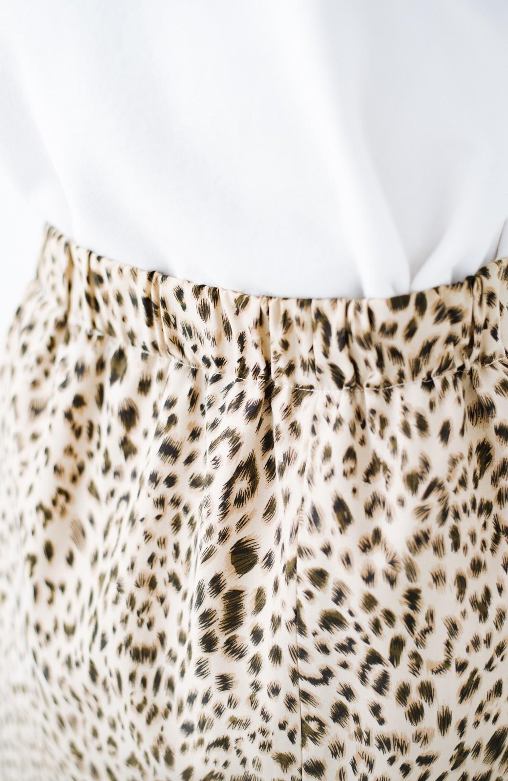 haco! スウェットやスニーカーを合わせても女っぽくいられるサテンマーメイドスカート by que made me <レオパード>の商品写真8