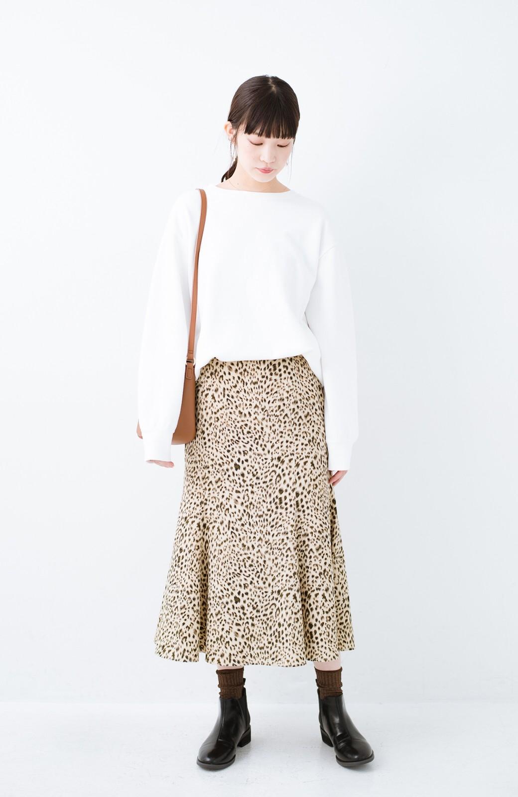 haco! スウェットやスニーカーを合わせても女っぽくいられるサテンマーメイドスカート by que made me <レオパード>の商品写真11