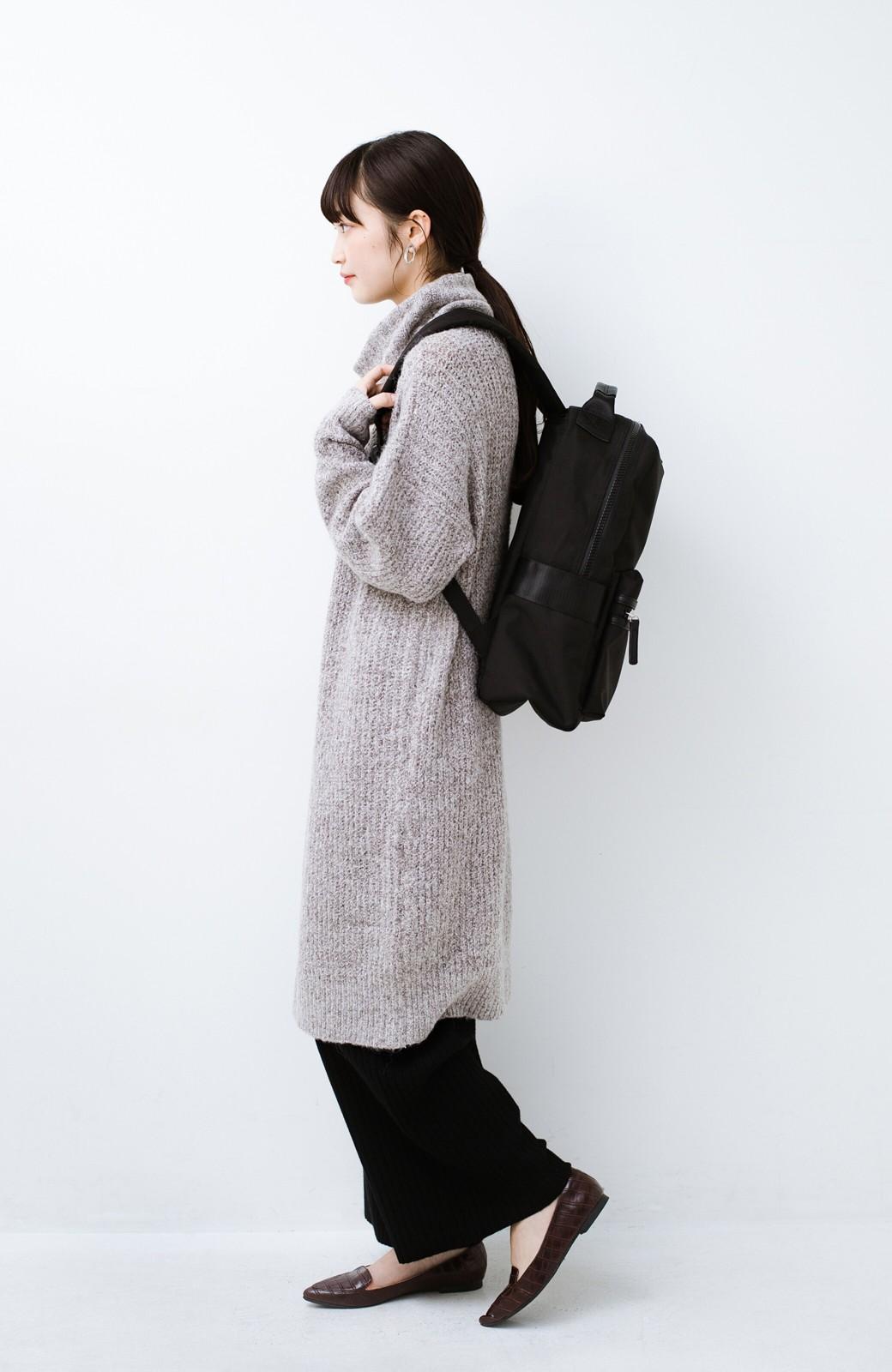 haco! 女の子っぽい服に合わせて甘辛コーデが決まる! メンズライクな安心容量リュック <ブラック>の商品写真10