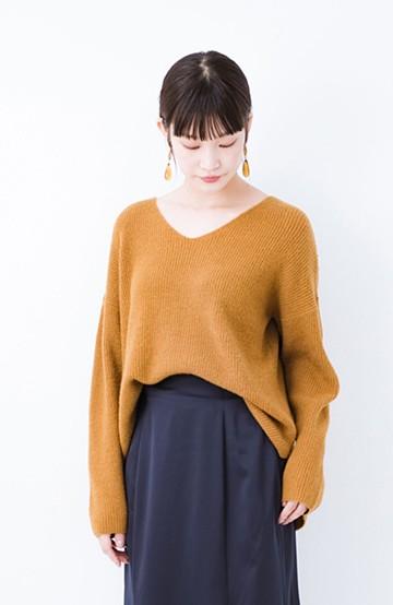 haco!  パッと着てさりげなく女っぽい 便利なシンプルVネックニット <キャメル>の商品写真