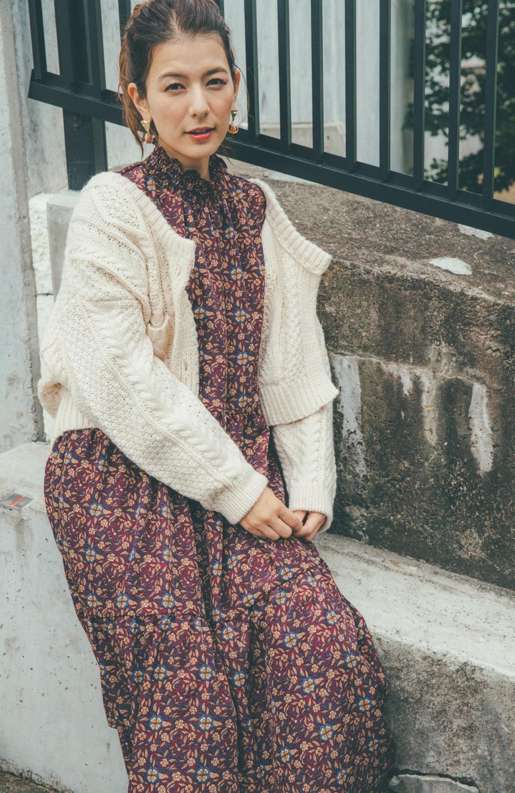 haco! 【スザンヌさんコラボ】抜き衿で楽しむ ケーブル編みニットカーディガン by LOVE&PEACE PROJECT <アイボリー>の商品写真8