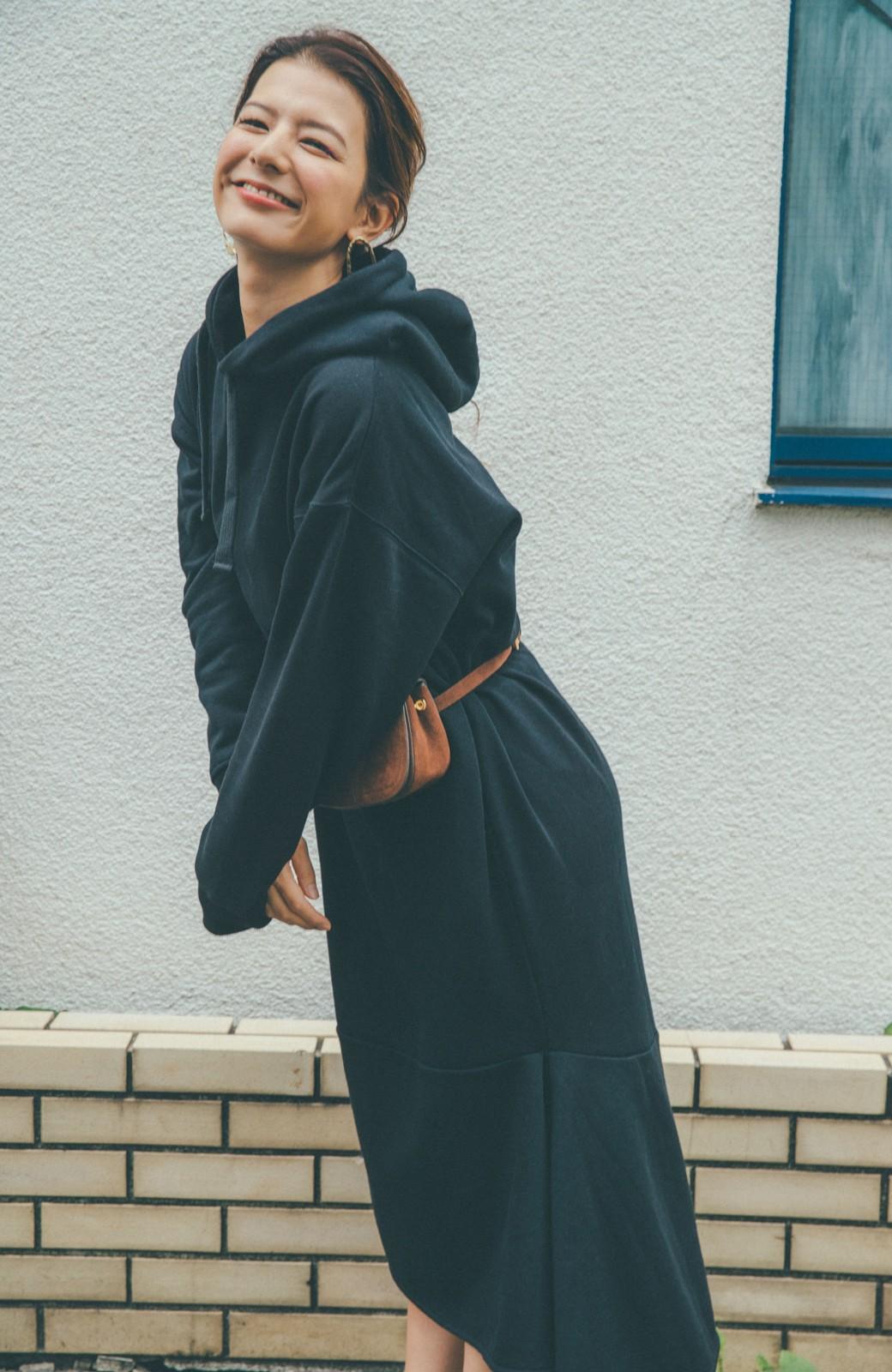 haco! 【スザンヌさんコラボ】ペプラムシルエットのスウェットパーカーワンピース by LOVE&PEACE PROJECT <ブラック>の商品写真13