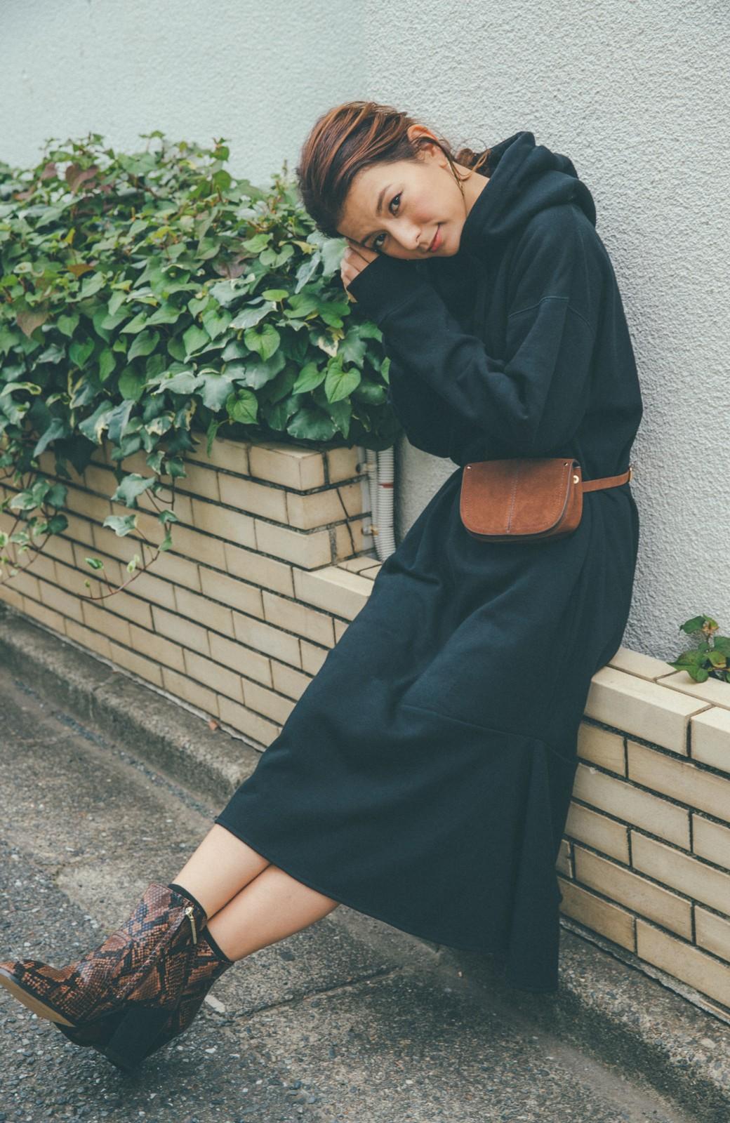 haco! 【スザンヌさんコラボ】ペプラムシルエットのスウェットパーカーワンピース by LOVE&PEACE PROJECT <ブラック>の商品写真6