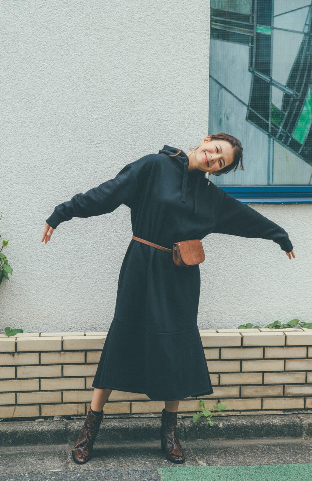 haco! 【スザンヌさんコラボ】ペプラムシルエットのスウェットパーカーワンピース by LOVE&PEACE PROJECT <ブラック>の商品写真8