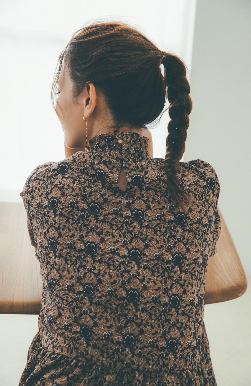 haco! 【スザンヌさんコラボ】小花柄のハイネックティアードロングワンピース by LOVE&PEACE PROJECT <ベージュ系その他>の商品写真11
