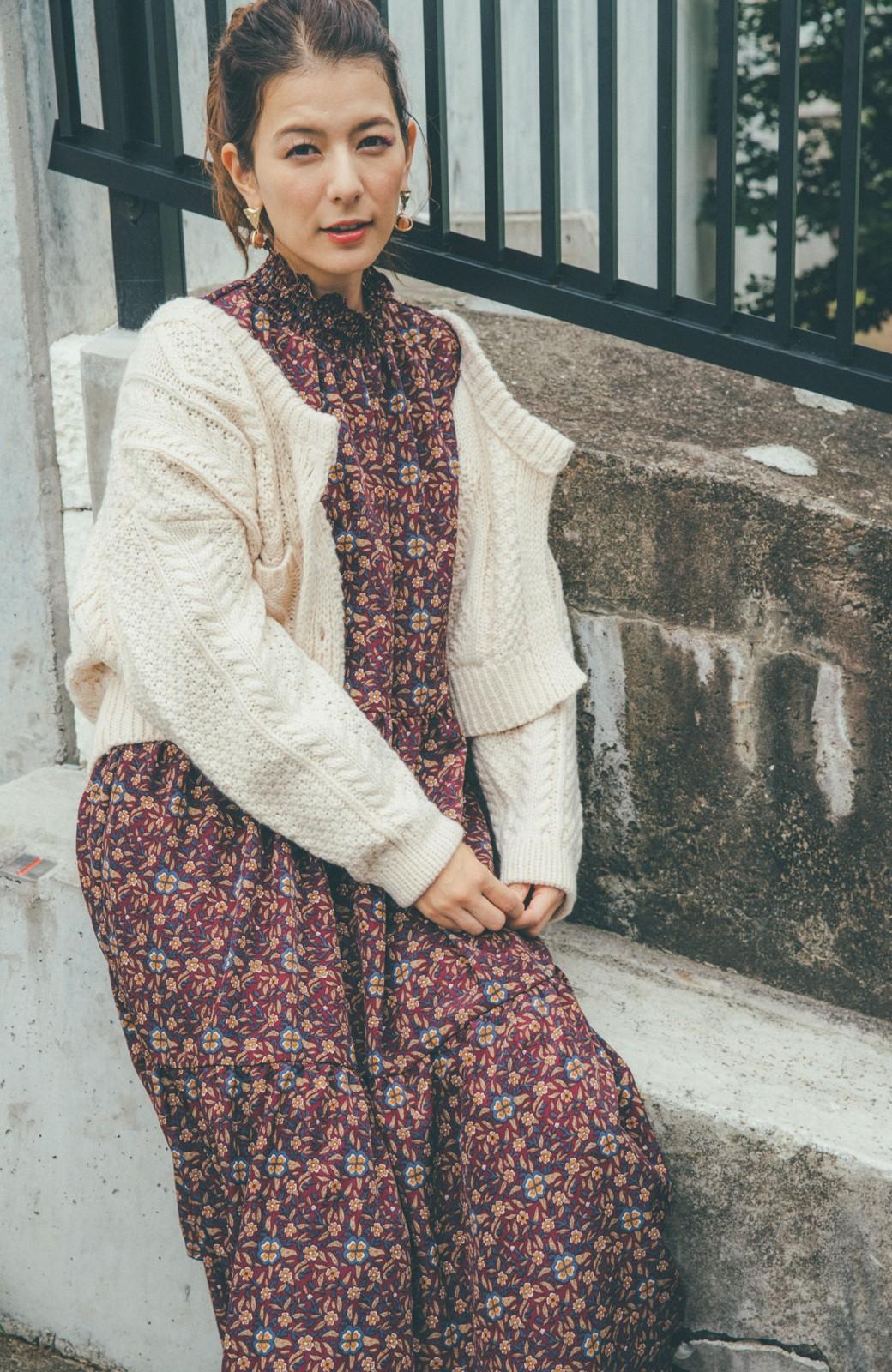 haco! 【スザンヌさんコラボ】小花柄のハイネックティアードロングワンピース by LOVE&PEACE PROJECT <レッド系その他>の商品写真11
