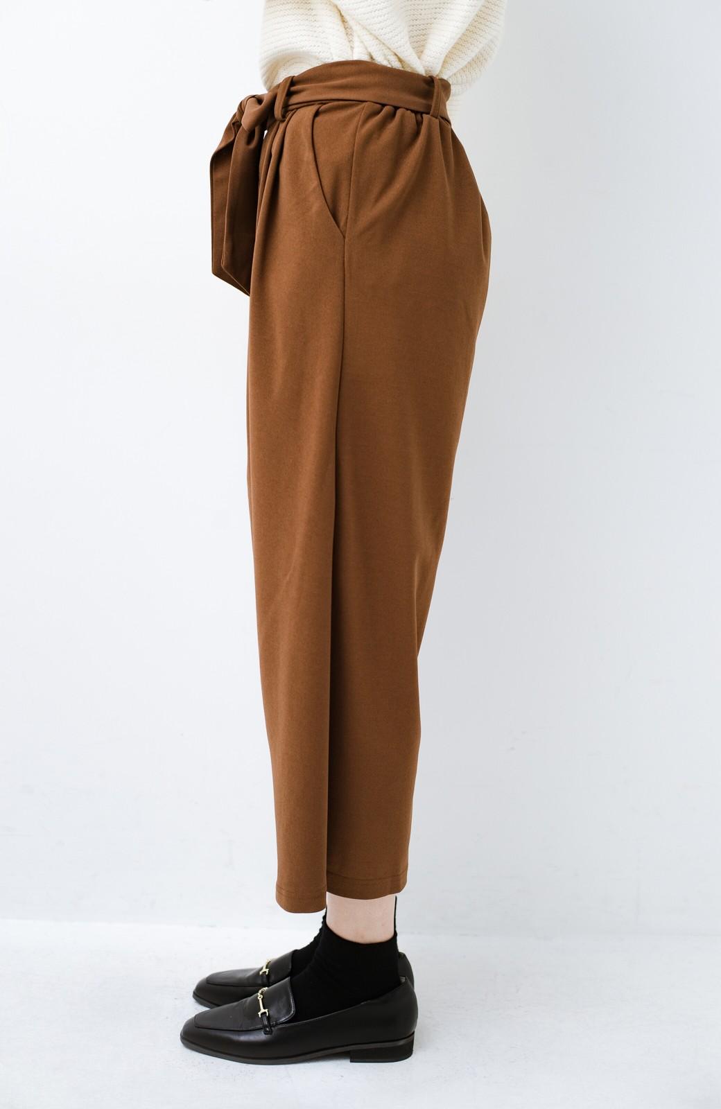 haco! きれいに見えて実は動きやすい!とにかく便利な短め丈パンツ by Nohea <ライトブラウン>の商品写真3