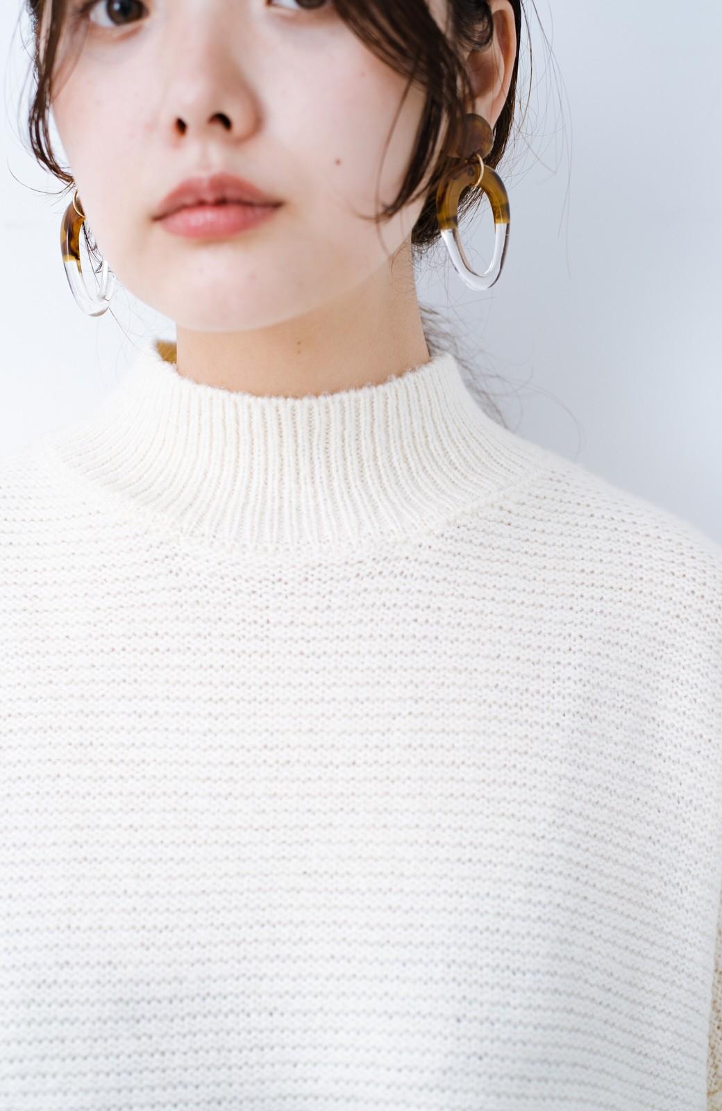 haco! 迷ったらこれ着ておこう! とにかく便利なぽんわり袖のハイネックニット <オフホワイト>の商品写真3