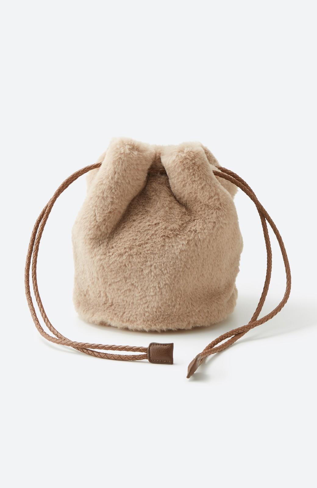 haco! いつものコーデに合わせるだけでぐっと華やぐエコファー巾着バッグ <ベージュ>の商品写真14