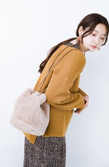 haco! いつものコーデに合わせるだけでぐっと華やぐエコファー巾着バッグ <ベージュ>の商品写真