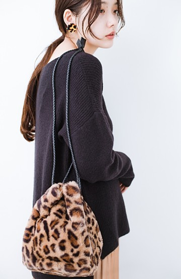 haco! いつものコーデに合わせるだけでぐっと華やぐエコファー巾着バッグ <レオパード>の商品写真