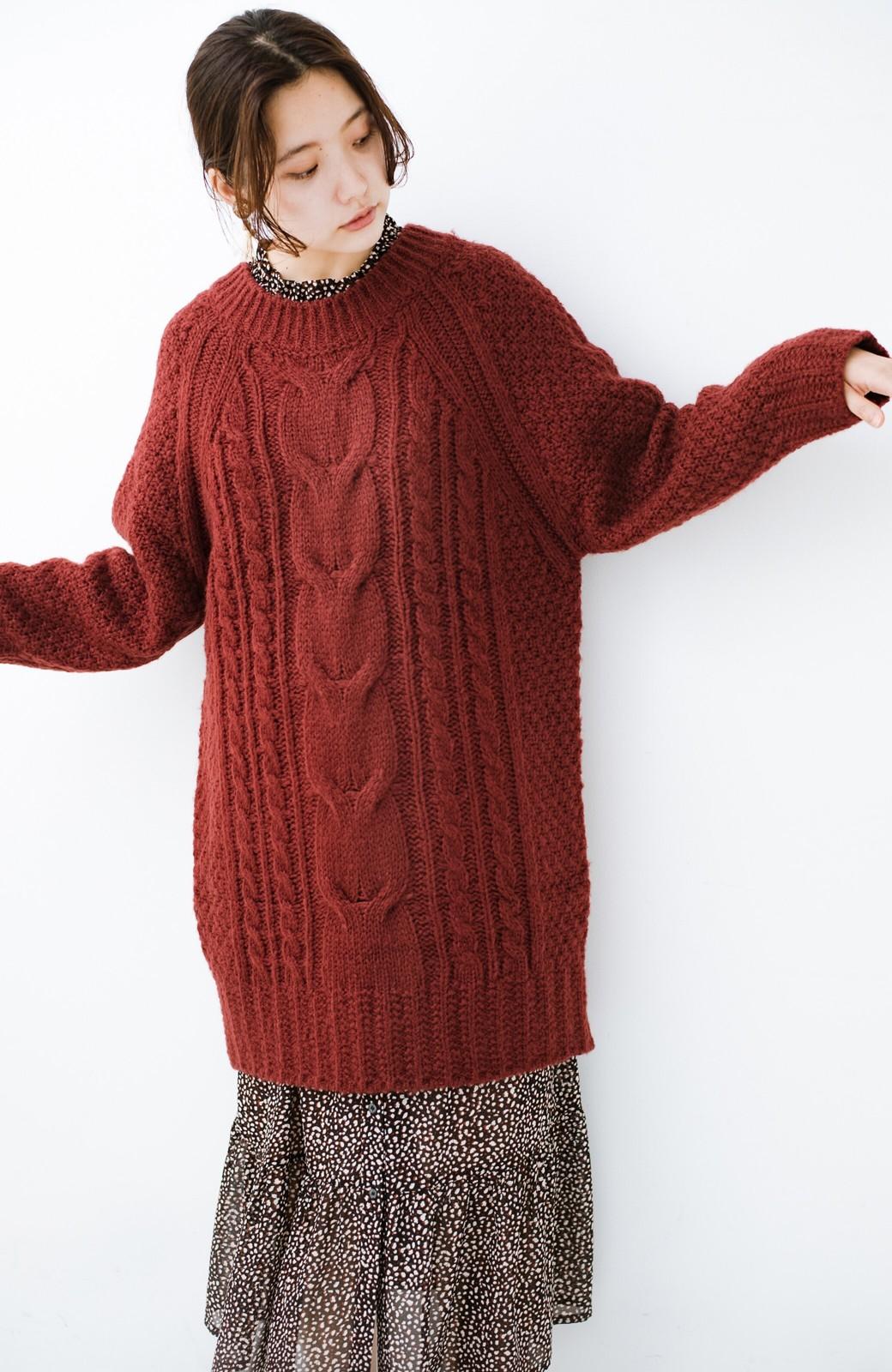 haco! あったかくてかわいくてそのうえ体形を隠してくれる!ケーブル編みのニットチュニック <ボルドー>の商品写真1