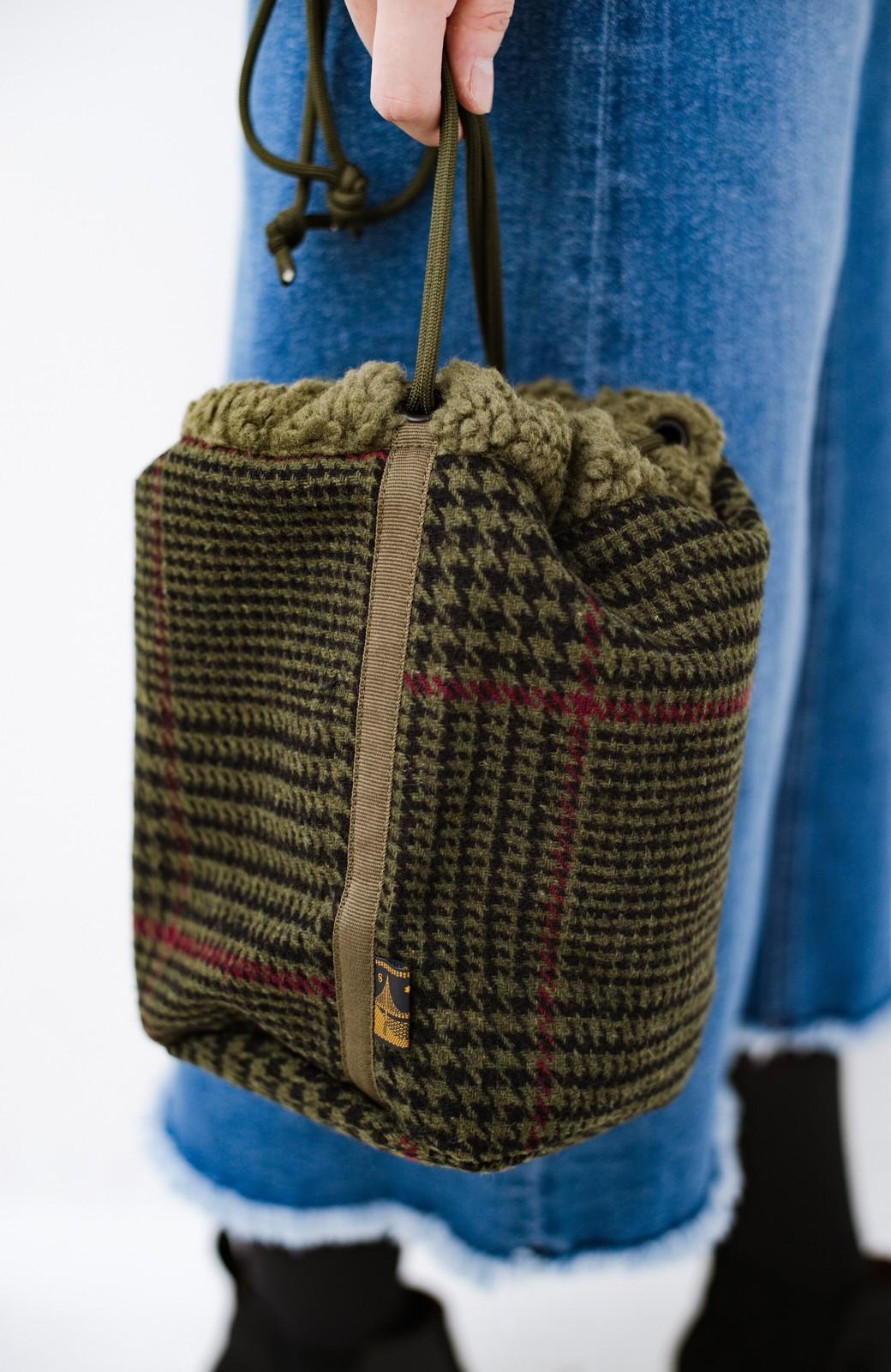 haco! SUBLIME もこもこボア付き千鳥格子のアクセント巾着バッグ <オリーブ>の商品写真2
