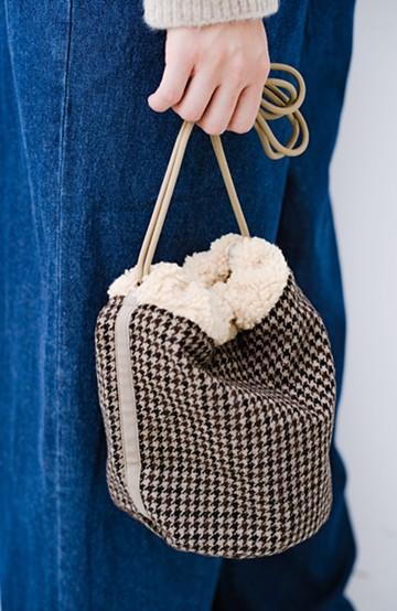 haco! SUBLIME もこもこボア付き千鳥格子のアクセント巾着バッグ <ベージュ系その他>の商品写真
