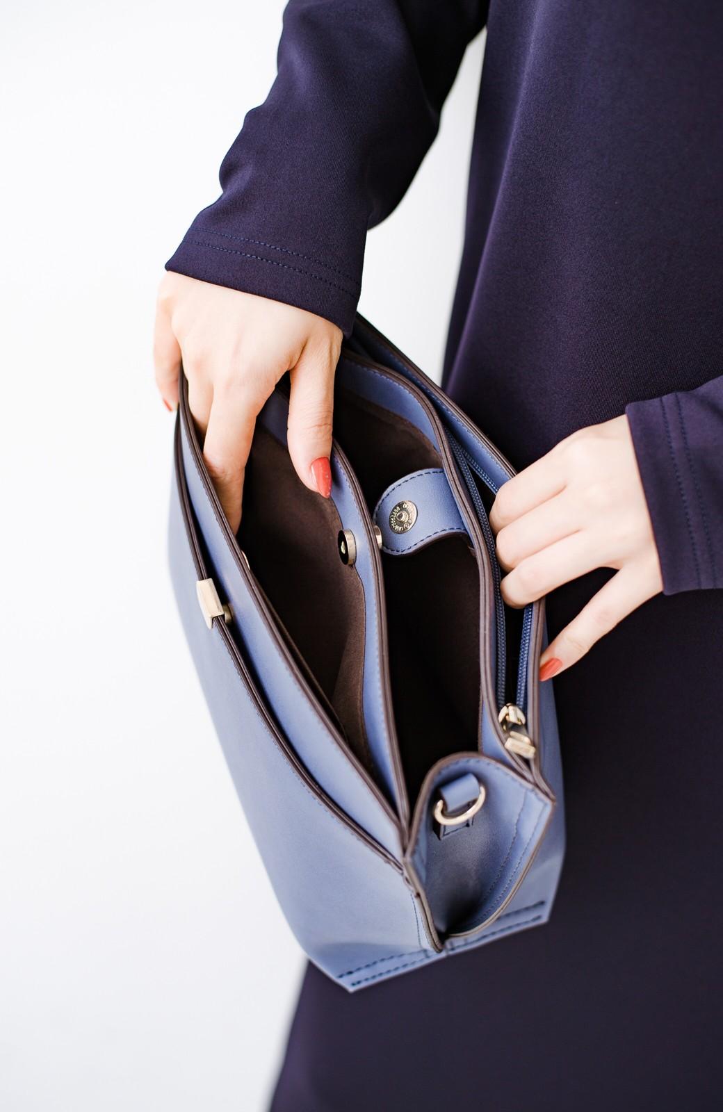 haco! 結婚式や二次会にも普段使いにも 実用的な5ポケット2WAYショルダーバッグ <ブルー>の商品写真2