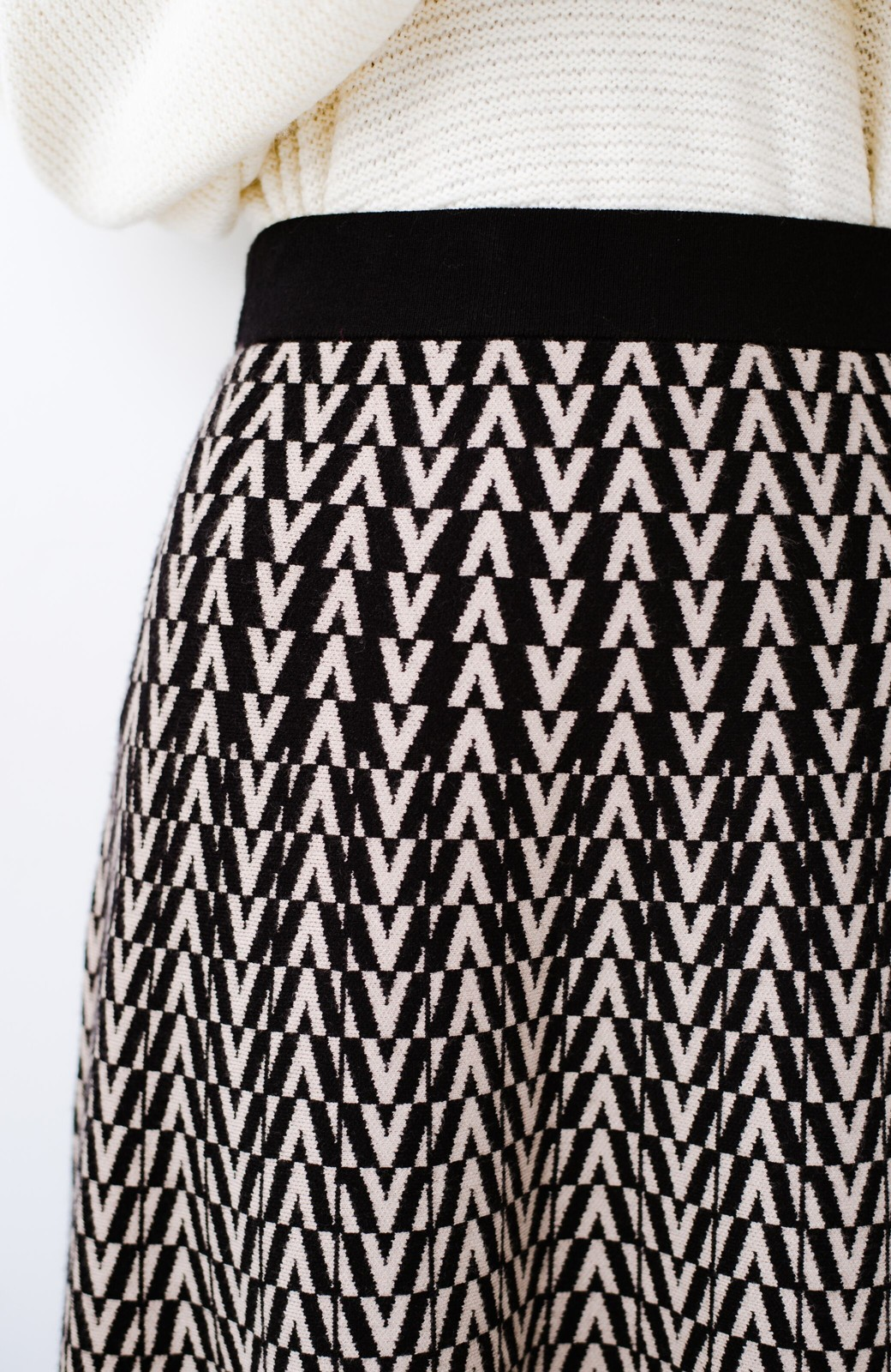 haco! シンプルトップスと合わせるだけでコーデがオシャレ&華やかになる ジャカードニットスカート <ブラック系その他>の商品写真8