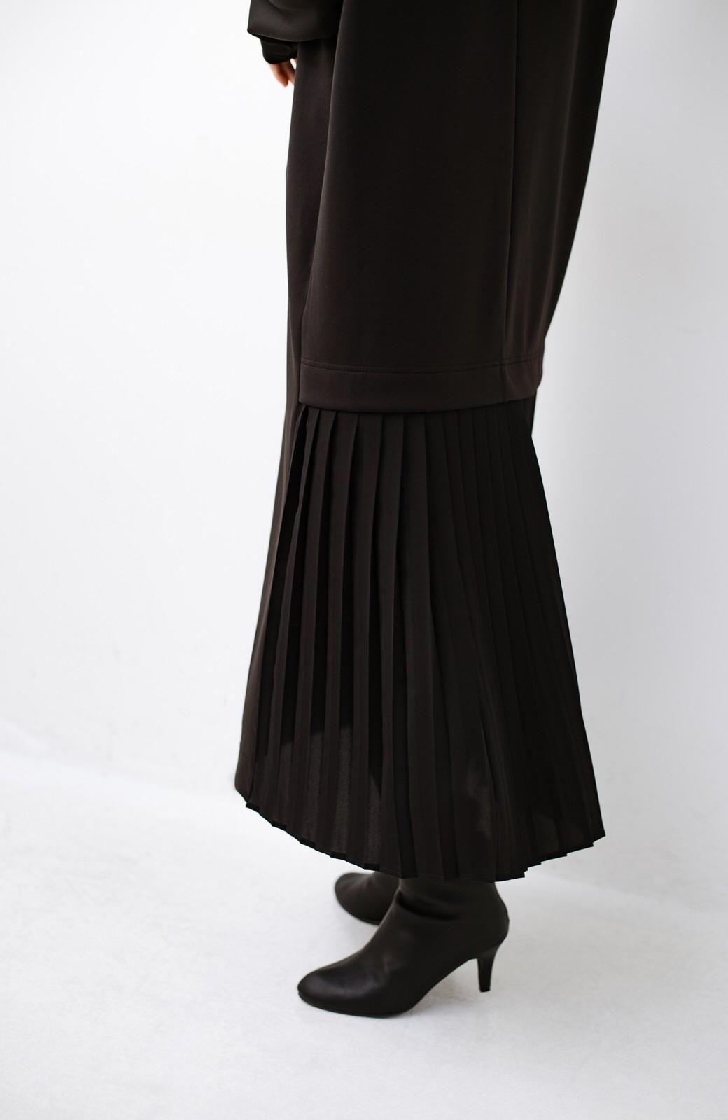 haco! 前はシンプルで着やすい&後ろ姿は最高にかわいい プリーツスウェットワンピース <ブラック>の商品写真5