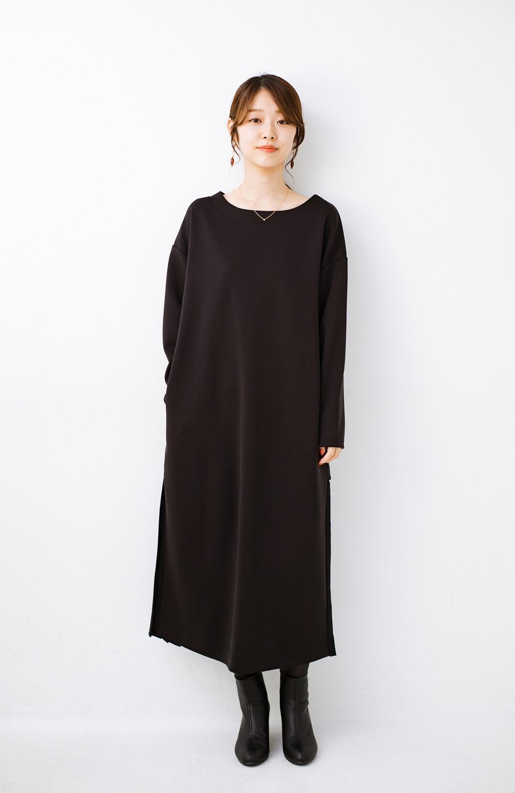 haco! 前はシンプルで着やすい&後ろ姿は最高にかわいい プリーツスウェットワンピース <ブラック>の商品写真8