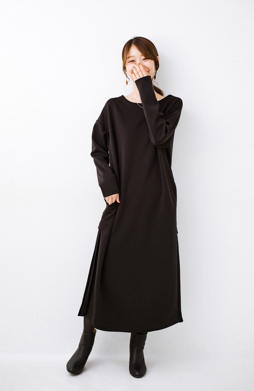 haco! 前はシンプルで着やすい&後ろ姿は最高にかわいい プリーツスウェットワンピース <ブラック>の商品写真9
