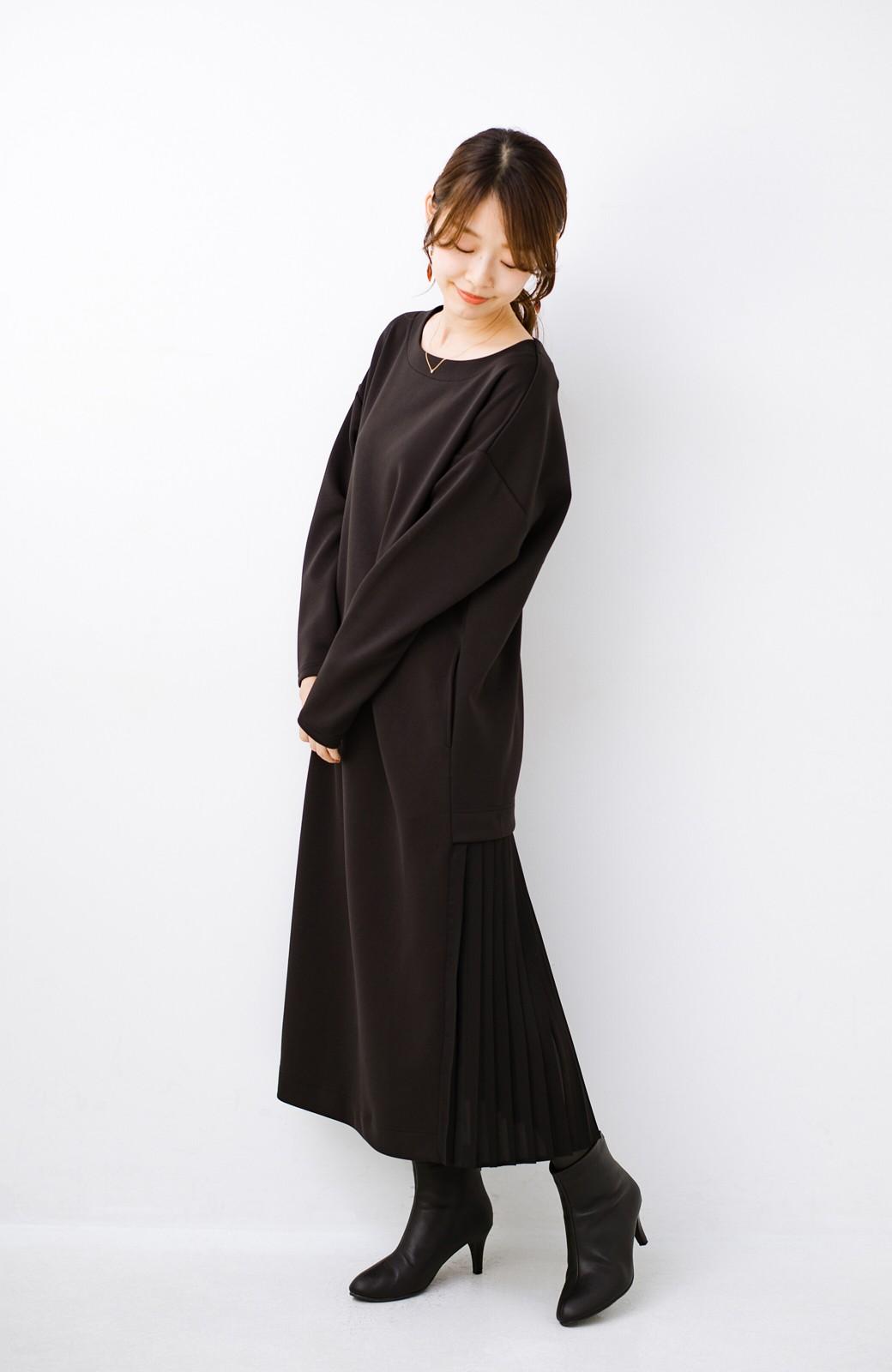haco! 前はシンプルで着やすい&後ろ姿は最高にかわいい プリーツスウェットワンピース <ブラック>の商品写真10